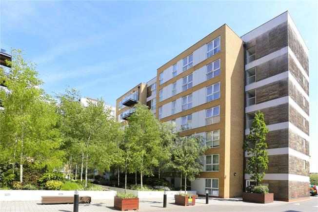 Asking Price £550,000, 3 Bedroom Flat For Sale in Acton, W3