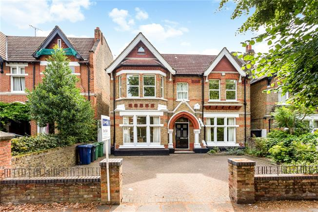 Guide Price £2,500,000, 6 Bedroom Detached House For Sale in London, W5