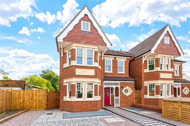 Asking Price £2,350,000, 6 Bedroom Detached House For Sale in Ealing, W5