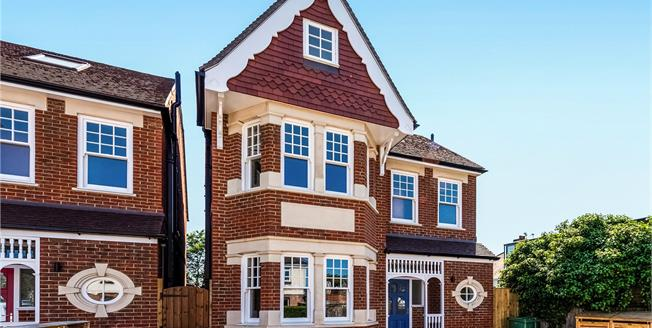 Asking Price £2,000,000, 6 Bedroom Detached House For Sale in Ealing, W5