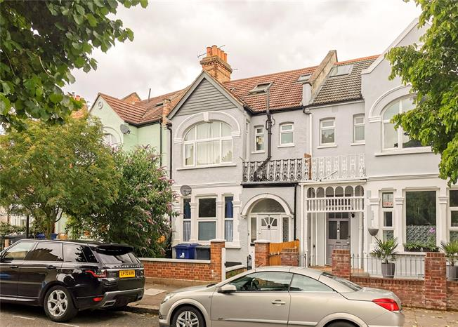 Guide Price £515,000, 2 Bedroom Flat For Sale in Ealing, W13