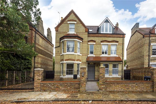 Guide Price £2,850,000, 5 Bedroom Detached House For Sale in Ealing, W5