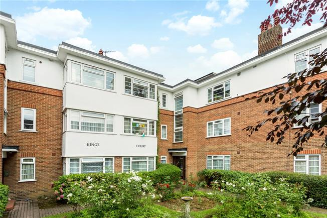 Guide Price £629,950, 3 Bedroom Flat For Sale in London, W5