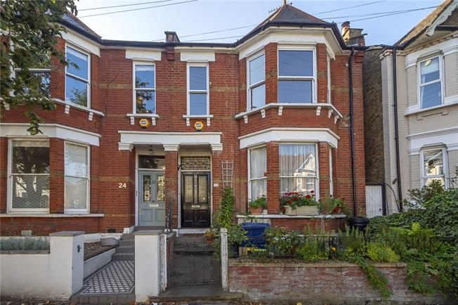 Guide Price £699,950, 3 Bedroom Flat For Sale in Acton, W3