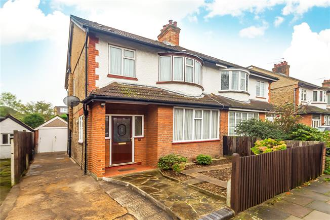 Guide Price £899,950, 4 Bedroom Semi Detached House For Sale in Acton, W3