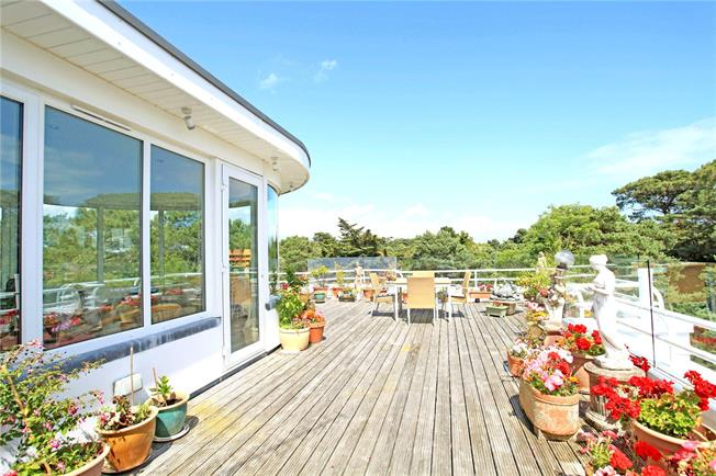 Guide Price £595,000, 3 Bedroom Flat For Sale in Poole, BH13