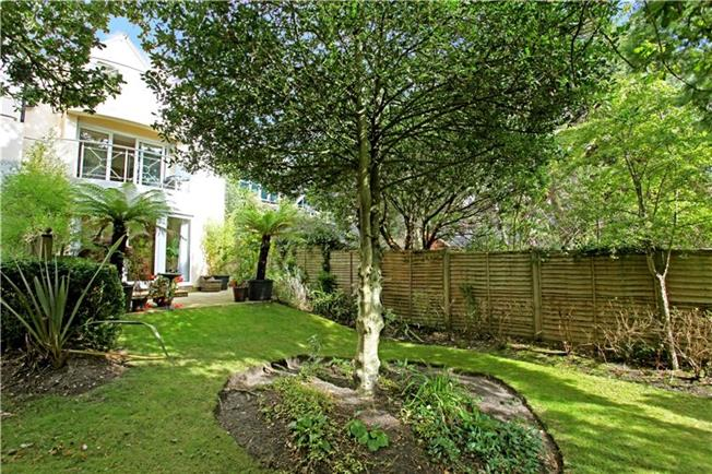 Guide Price £675,000, 3 Bedroom Mews House For Sale in Sandbanks, Poole, Dorset, BH13