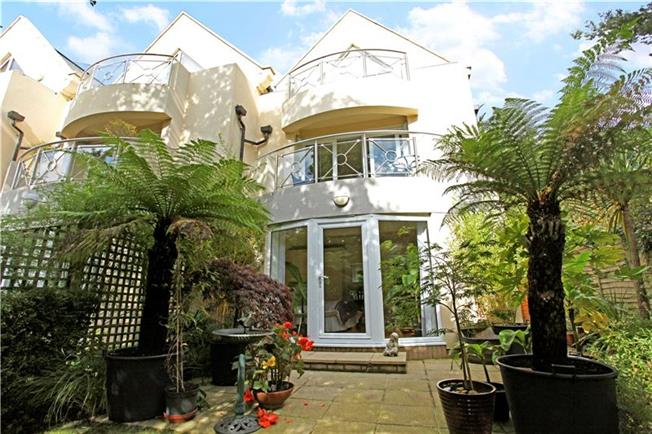 Guide Price £638,000, 2 Bedroom Mews House For Sale in Sandbanks, Poole, Dorset, BH13