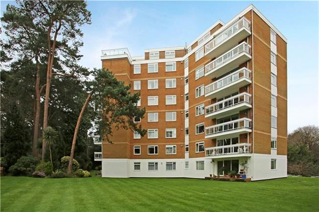 Guide Price £379,950, 2 Bedroom Flat For Sale in Poole, Dorset, BH13