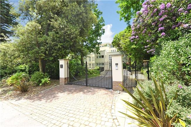 Guide Price £725,000, 3 Bedroom Flat For Sale in Branksome Park, Poole, Do, BH13