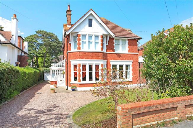 Guide Price £749,950, 3 Bedroom Flat For Sale in Poole, Dorset, BH13