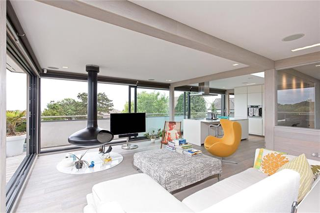 Guide Price £599,999, 2 Bedroom Flat For Sale in Bournemouth, Dorset, BH4