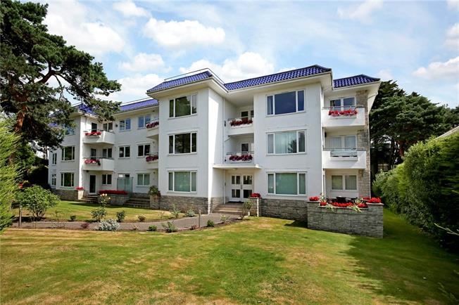 Asking Price £549,950, 3 Bedroom Flat For Sale in Poole, Dorset, BH13