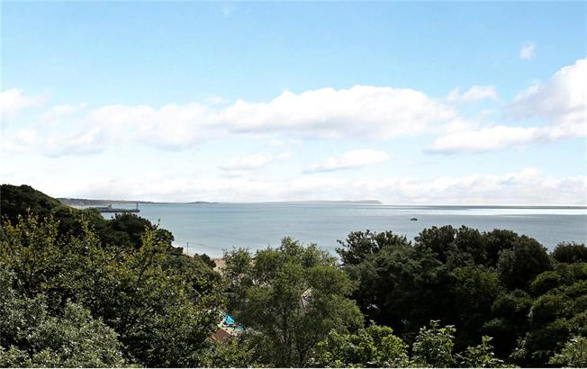 Guide Price £800,000, 3 Bedroom Flat For Sale in Bournemouth, Dorset, BH4