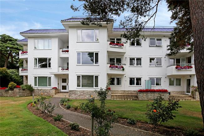 Guide Price £490,000, 3 Bedroom Flat For Sale in Sandbanks, Poole, Dorset, BH13