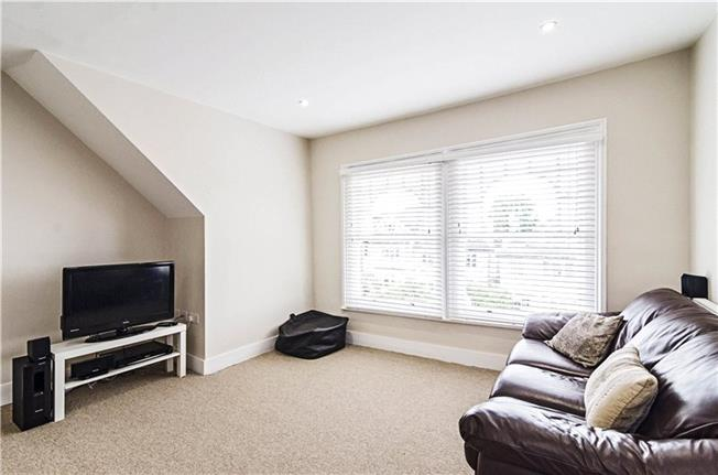 Asking Price £425,000, 2 Bedroom Flat For Sale in London, N10