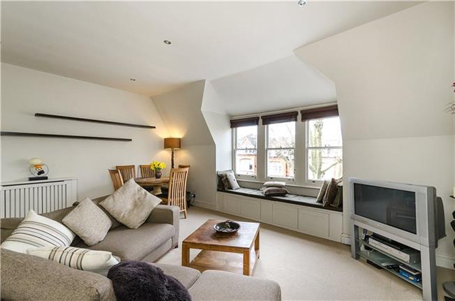 Asking Price £635,000, 2 Bedroom Flat For Sale in London, N10