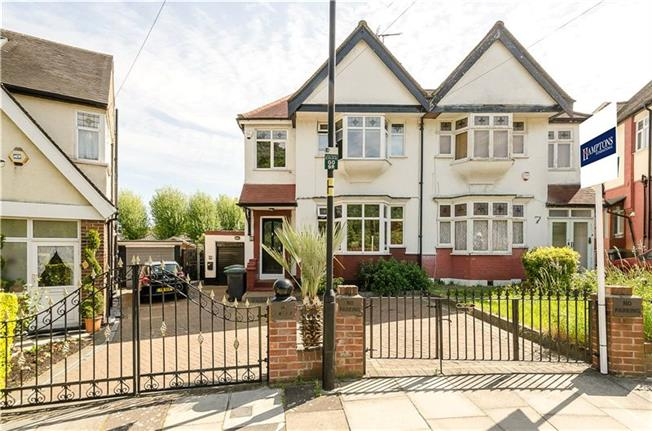 Asking Price £999,000, 3 Bedroom Semi Detached House For Sale in London, N11
