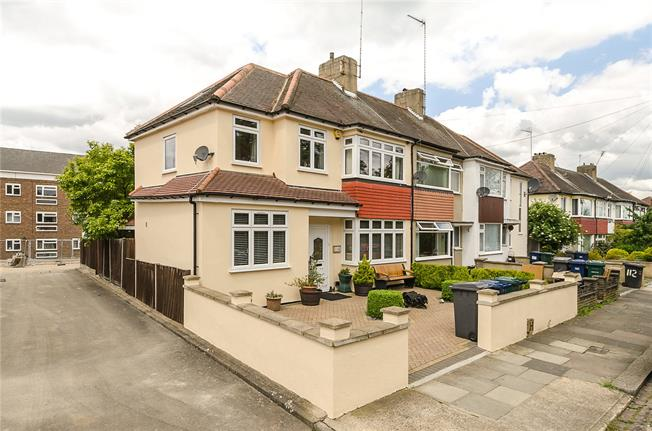 Asking Price £695,000, 3 Bedroom Semi Detached House For Sale in London, N10