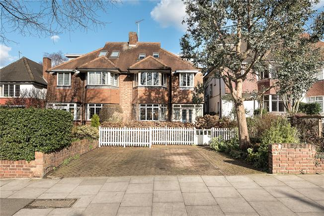 Asking Price £1,350,000, 4 Bedroom Semi Detached House For Sale in London, N10