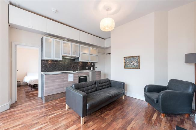 Asking Price £350,000, 1 Bedroom Flat For Sale in London, N10