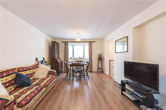 Asking Price £260,000, 1 Bedroom Flat For Sale in London, N10