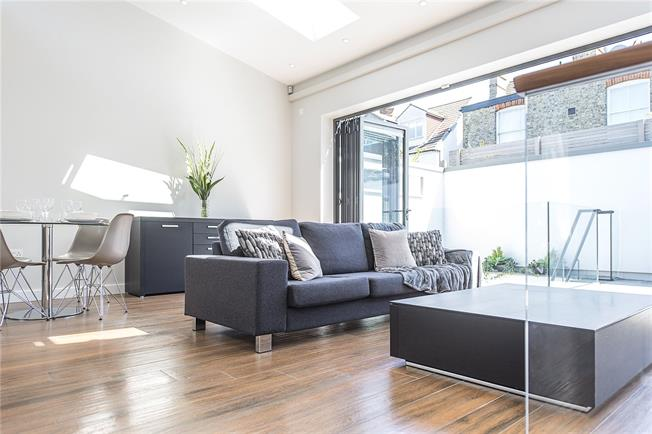 Offers in the region of £1,100,000, 3 Bedroom Detached House For Sale in London, N10