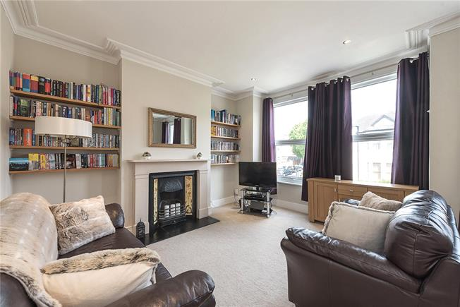 Offers in the region of £475,000, 2 Bedroom Flat For Sale in London, N10