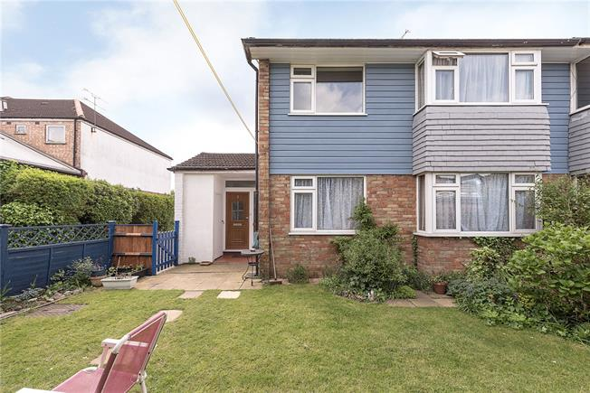 Asking Price £500,000, 2 Bedroom Flat For Sale in London, N2