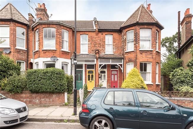 Asking Price £550,000, 2 Bedroom Flat For Sale in London, N8