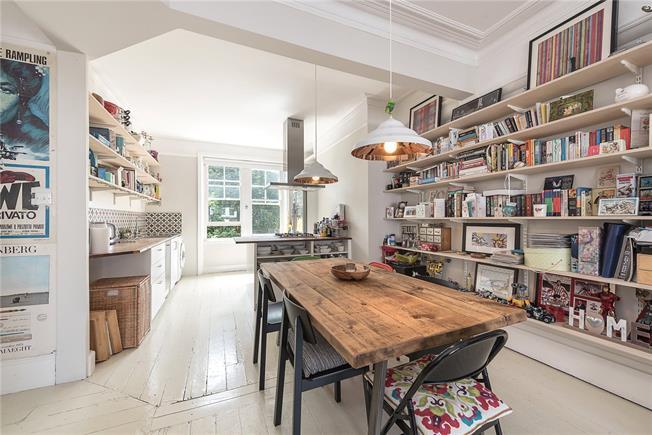 Asking Price £635,000, 3 Bedroom Flat For Sale in London, N10