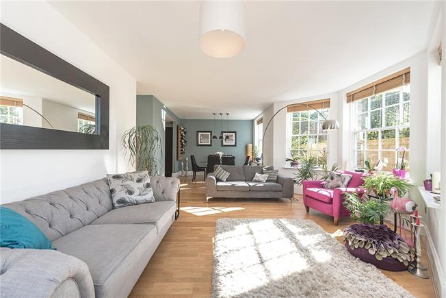 Asking Price £650,000, 2 Bedroom Flat For Sale in London, N11