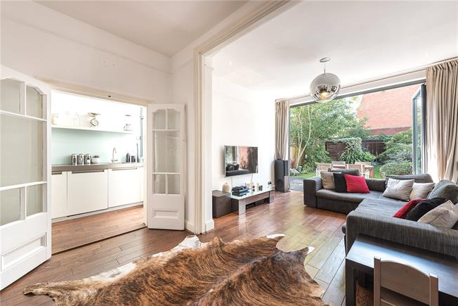Asking Price £850,000, 2 Bedroom Flat For Sale in London, N10