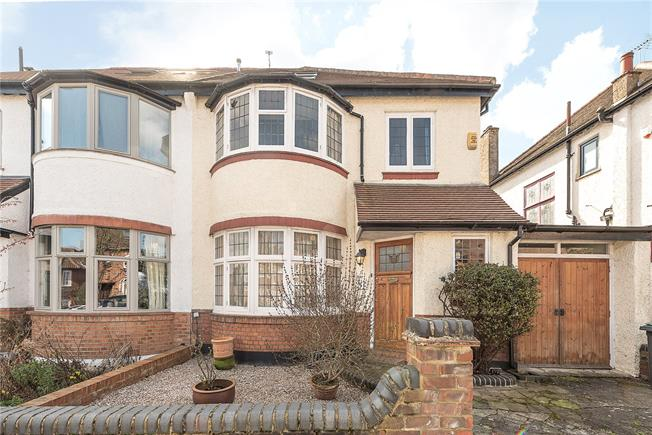 Asking Price £1,375,000, 4 Bedroom Semi Detached House For Sale in London, N10