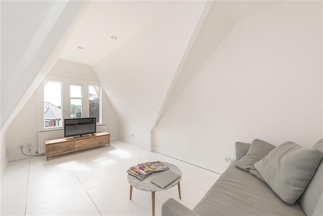 Asking Price £325,000, 1 Bedroom Flat For Sale in London, N10
