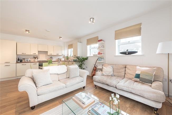 Asking Price £385,000, 2 Bedroom Flat For Sale in London, N10