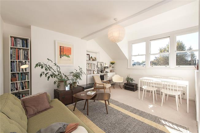 Asking Price £475,000, 2 Bedroom Flat For Sale in London, N10