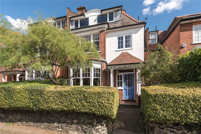 Asking Price £1,750,000, 6 Bedroom House For Sale in London, N10