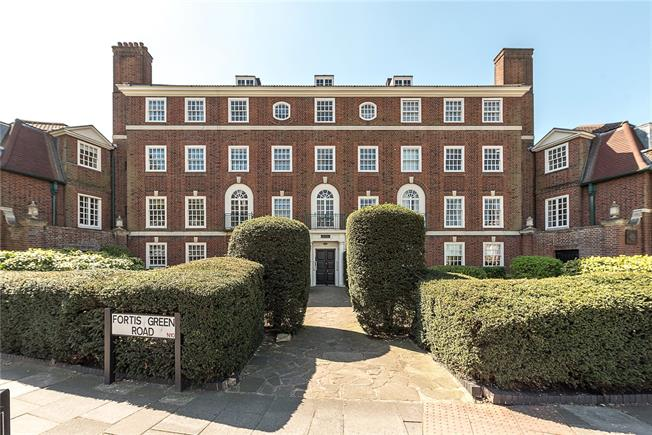 Asking Price £650,000, 3 Bedroom Flat For Sale in London, N10