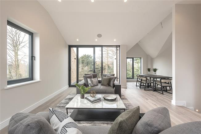 Asking Price £1,375,000, 3 Bedroom Flat For Sale in London, N2