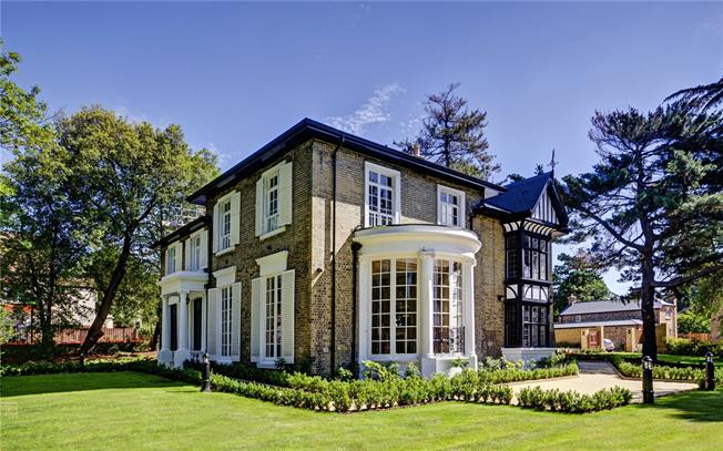 Offers in the region of £2,350,000, 5 Bedroom Detached House For Sale in London, N13