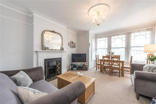 Offers in the region of £500,000, 2 Bedroom Flat For Sale in London, N10