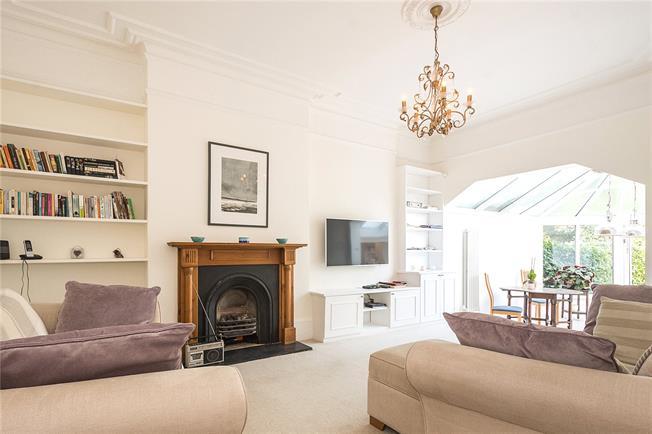 Asking Price £850,000, 2 Bedroom Flat For Sale in London, N10