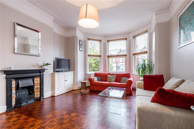 Asking Price £525,000, 2 Bedroom Flat For Sale in London, N10