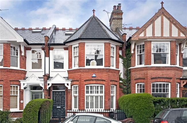 Asking Price £1,350,000, 4 Bedroom House For Sale in London, N10