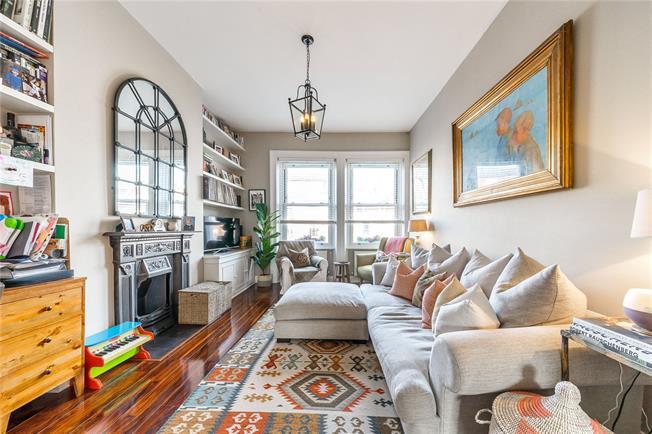 Offers in the region of £700,000, 2 Bedroom Flat For Sale in London, N8