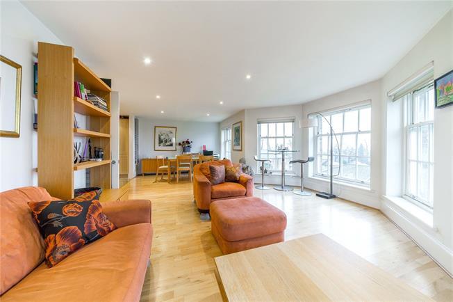 Asking Price £500,000, 2 Bedroom Flat For Sale in London, N11