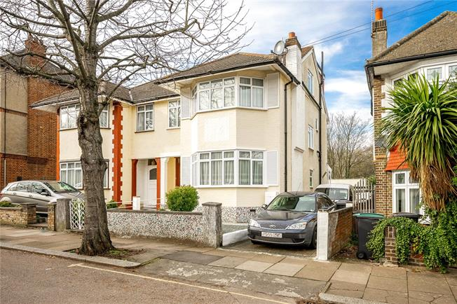 Asking Price £895,000, 4 Bedroom Semi Detached House For Sale in London, N11