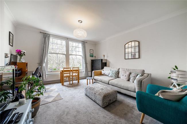 Asking Price £395,000, 1 Bedroom Flat For Sale in London, N10