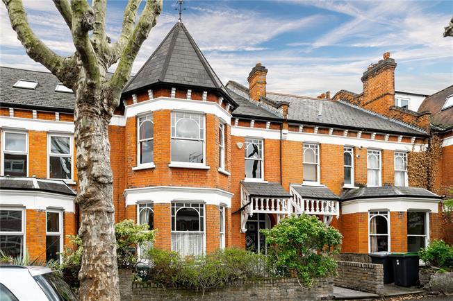 Asking Price £1,850,000, 6 Bedroom Terraced House For Sale in London, N4